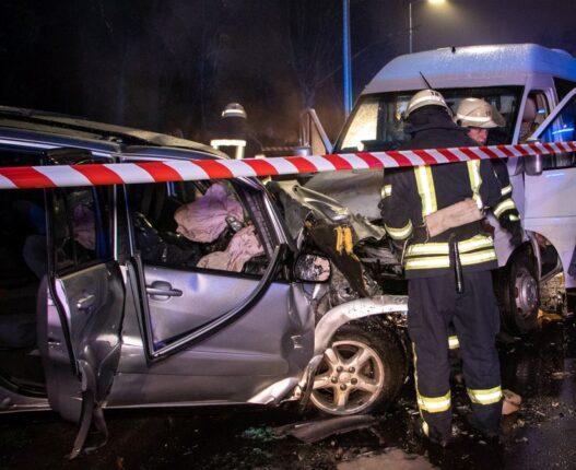 karambol autó ukrajna baleset