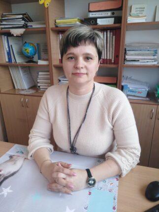 A Kárpáti Igaz Szó Kulcslyuk rovatának vendége Szakács Ibolya, a Palágykomoróci Általános Iskola igazgatónője.