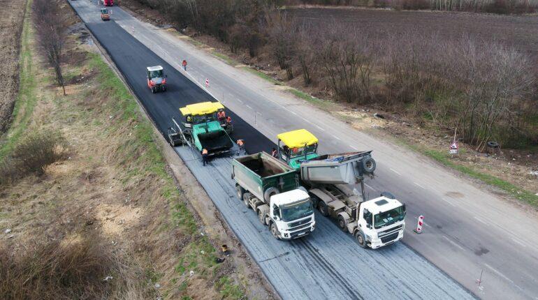 2020-ban több mint 4 ezer kilométeres szakaszt javítottak ki, idén pedig további 6,5 ezer kilométer rendbe tételét tervezik.