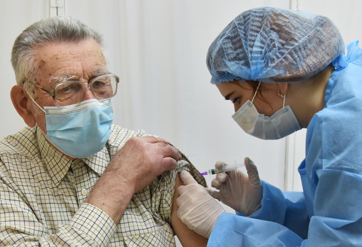 Vakcina: Ukrajnában, április 1-i adatok szerint, 248 734 embert érkeztek beoltani.