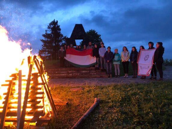 A Kárpátaljai Magyar Cserkészszövetség néhány tagja tavaly a Vereckei-hágón gyújtotta meg az Összetartozásunk Tüzét